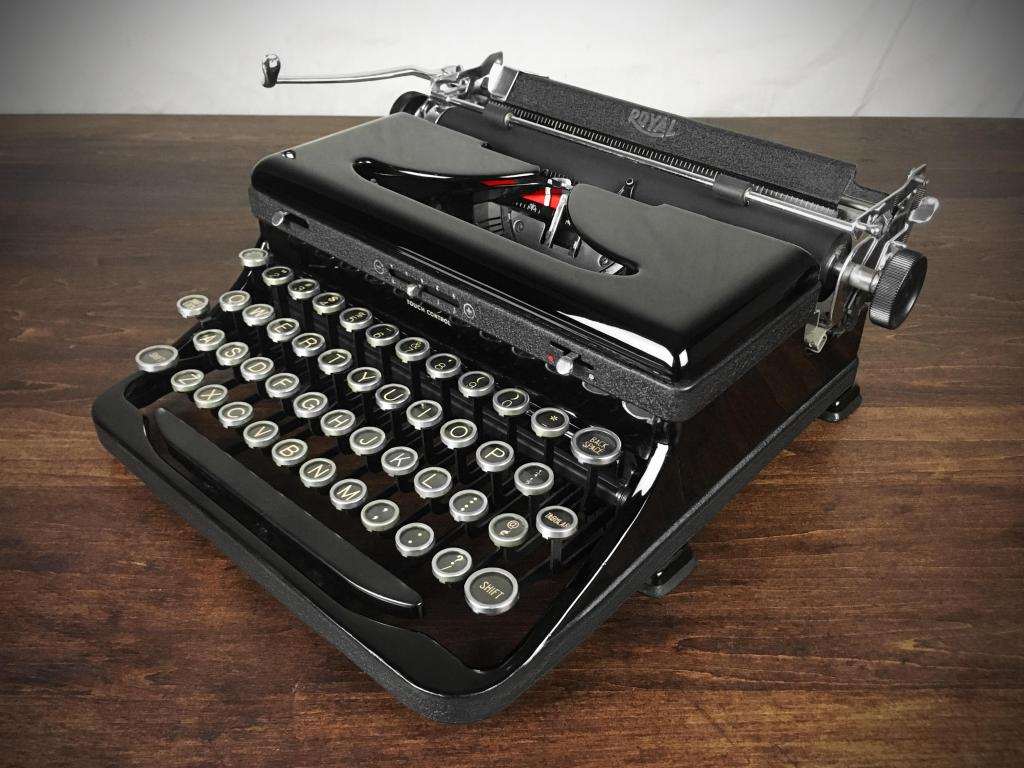 refurbished-1930s-vintage-royal-glossy-black-model-o-model-a-portable-typewriter-8328